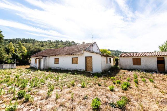 Casa para recuperar, funcionou como restaurante, Vestiaria, Alcobaça