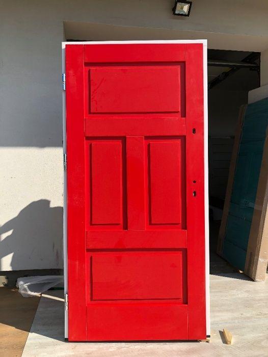 Drzwi zewnętrzne czerwone ocieplone model proste