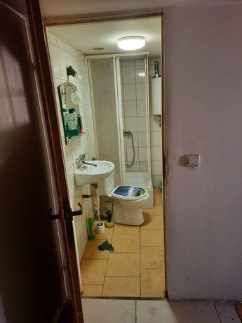 Pokój z kuchnią i łazienka