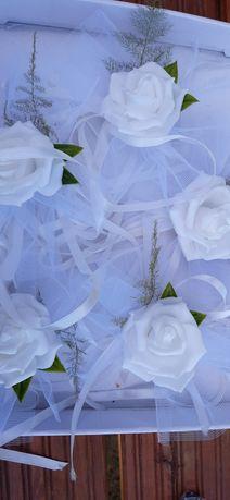Kwiatki do klamek na ślub