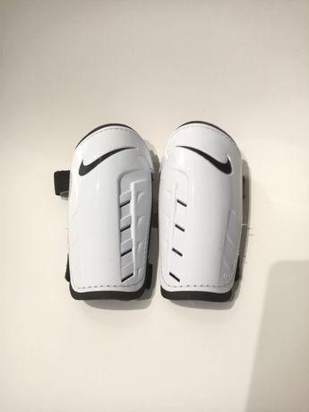 Ochraniacze sportowe piłkarskie dziecięce Nike XS
