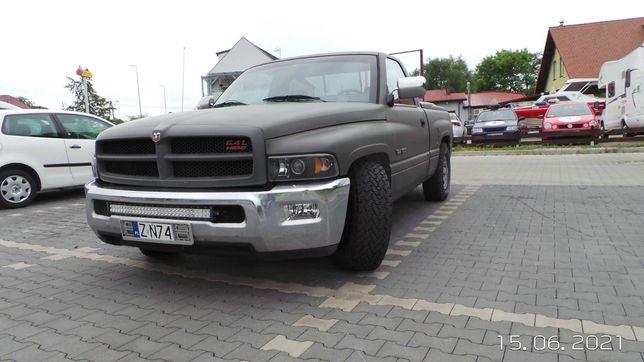 Dodge Ram 1500 pickup /Gaz