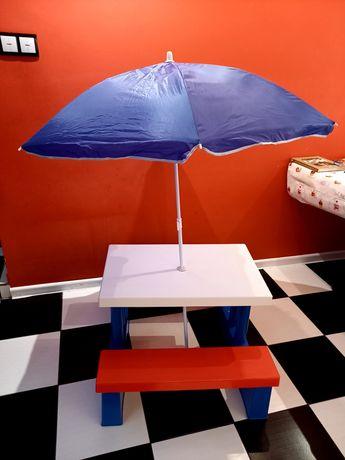 Stolik z ławeczkami i parasolem dla dzieci