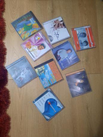 Conjunto de 9 CDS de música apenas hoje  5 euros