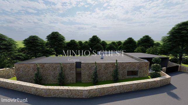 Moradia Rústica com excelentes áreas (240 m2) em lote de 1500m2