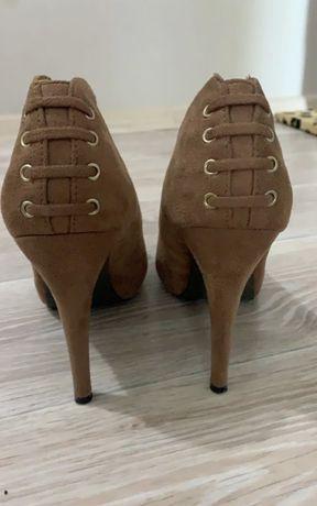 Продам замшевые туфли 40 р.