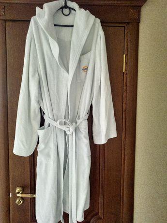 Белый махровый халат с капюшоном и карманами