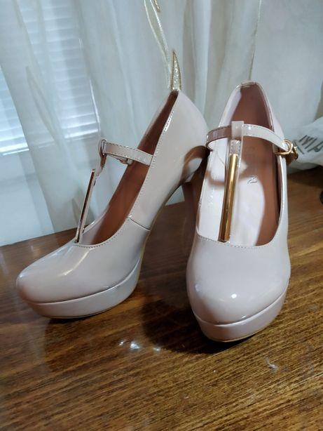 Лаковые пудровые туфли
