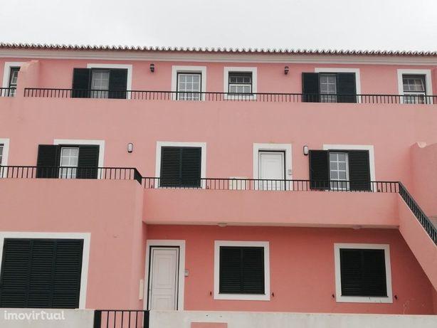 Apartamento T3 com excelente Localização em Angra do Hero...