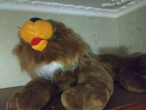 Игрушечный лев в наличии