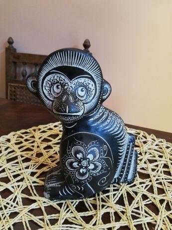 Figurka małpka skąd? Oryginalna