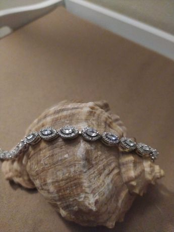 Elegancka delikatna bransoletka z kryształkami