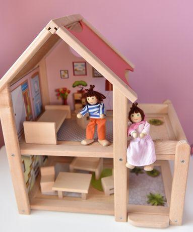 Domek dla lalek z mebelkami i lalkami