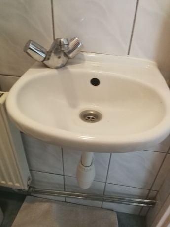 Umywalka z baterią i muszla wc