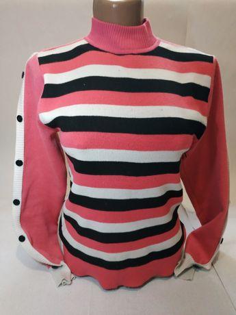 Недорогой женский свитер.