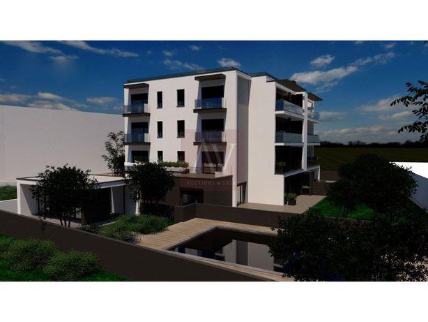 Apartamento T4 Novo com Piscina - Condomínio de Prestígio...