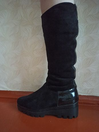 Зимові замшеві чобітки