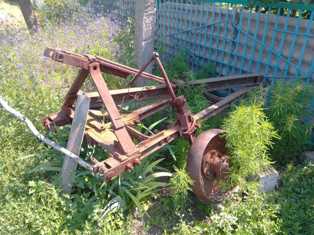 Продам плуг тракторный 3 корпусный навесной