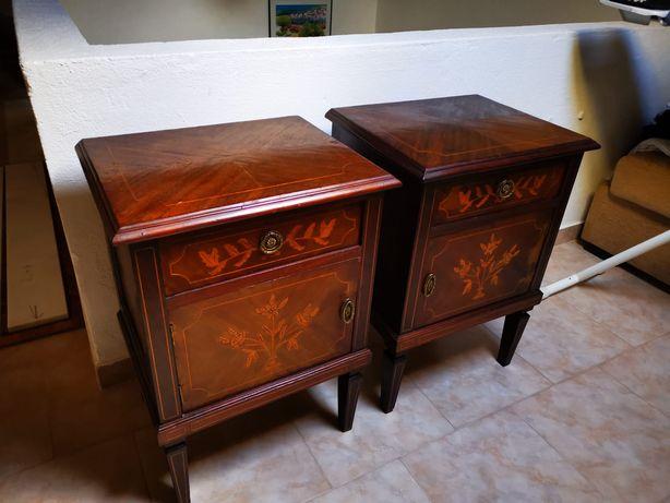Mesas de cabeceira estilo Dona Maria