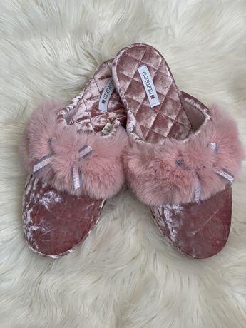 Розовые домашние тапочки