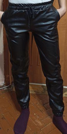 Штаны с екокожы размер XS