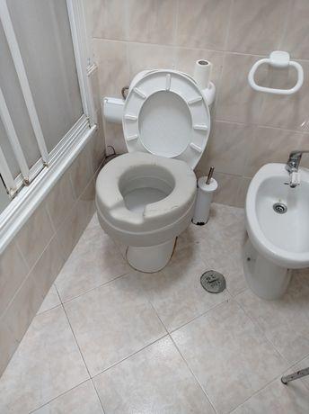 Assento de sanita elevatório