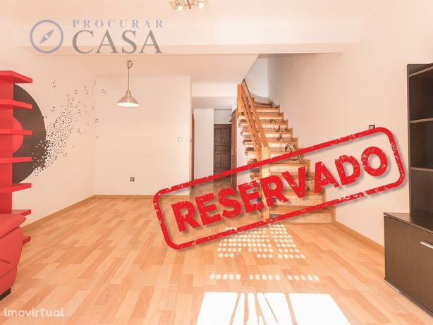 Apartamento T3 Duplex, remodelado em Alverca no Bairro da...