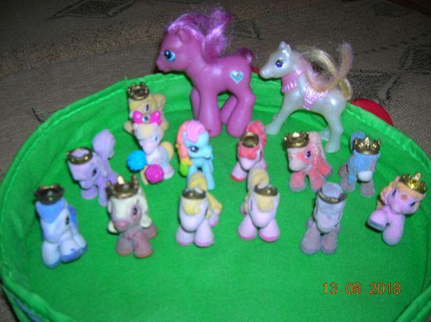 figurki ,zabawki koniki