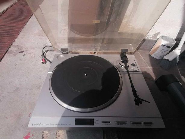 Gramofon firmy Sanyo