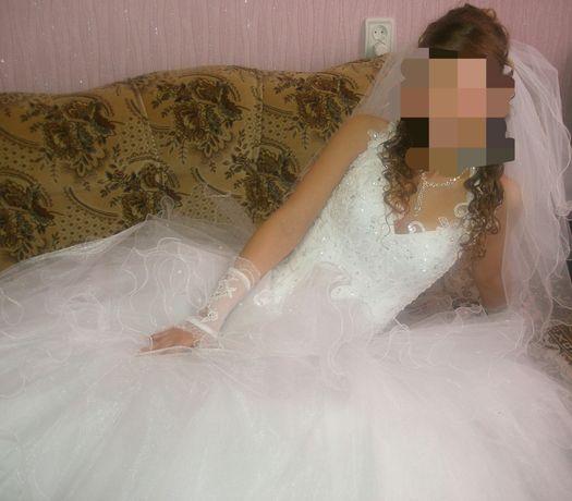 Красивое свадебное платье. Сшитое на заказ.Хороший торг!Срочно