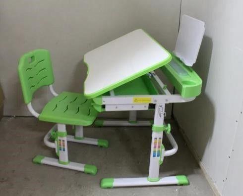 Детский столик со стульчиком,патра с лампой и подставкой под книги