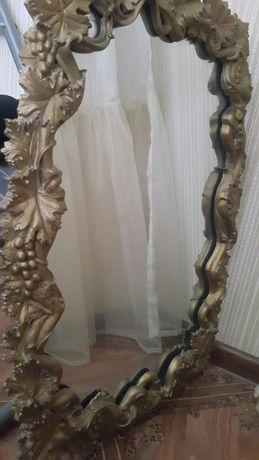 Зеркало в обрамлении.