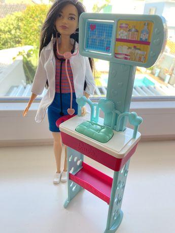 Barbie medica+acessorio de consultorio