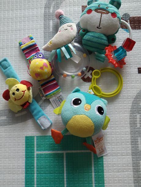 Grzechotki, zabawki dla niemowlaka