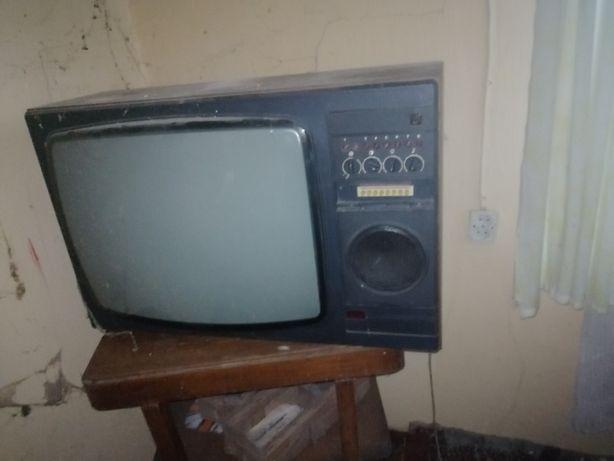 Stary telewizor zabytkowy