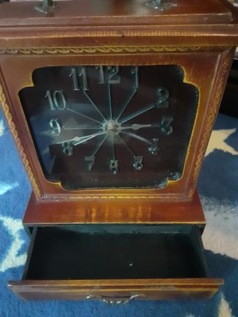 Zegar  może być  ścienny i stojący