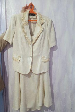 Костюм двойка юбка и пиджак, куплено в Испании