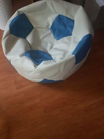 Fotel piłka niebiesko-biala