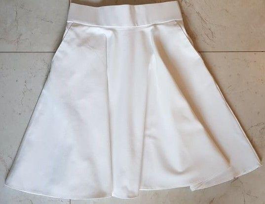 Rozkloszowana kremowa spódnica z zakładkami ORSAY