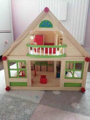 Duży drewniany domek dla lalek z mebelkami, piętrowy