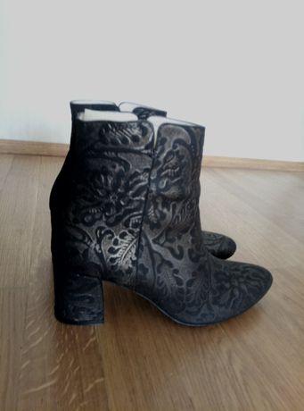 Ботинки новые, кожаные, Fellini.