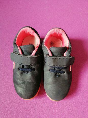 Кросівки для дівчинки 26 розмір