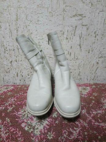 Зимние сапоги белые