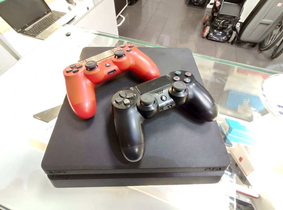 Konsola PlayStation 4 500 GB PS4 dwa pady