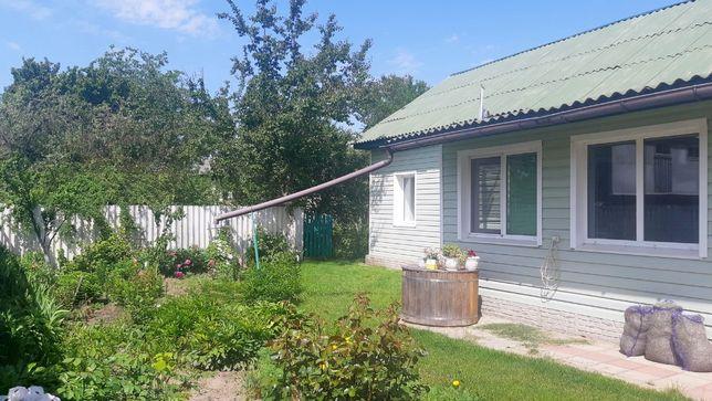 Олишевка дом, баня, гараж, зеленый газон, гостевой домик