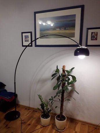 Lampa podlogowa z czarnym kloszem
