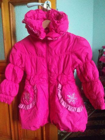 Демисезонные пальто и плащи на девочку от 2 до 9 лет
