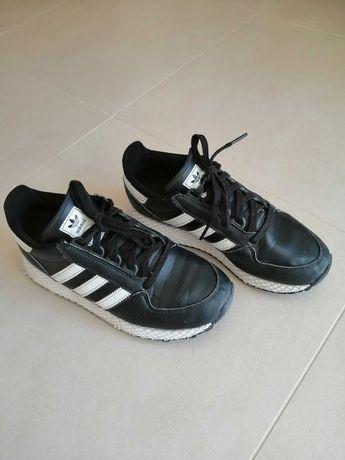 Ténis Pretos, marca Adidas Rapaz nº38 (estimados)