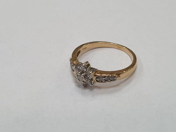 0.25 CT! Piękny złoty pierścionek + 13 brylantów/ 585/ 2.37g/ R12