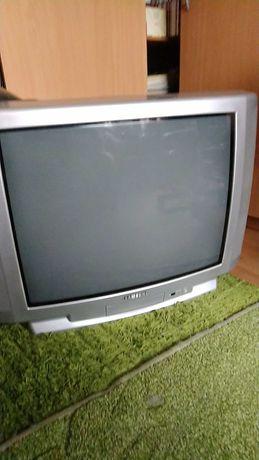 Telewizor z pilotem sprawny, przekątna ekranu 66 cm